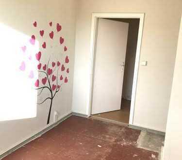 Schöne 3-Raum-Wohnung in ruhiger Lage in Pasewalk - Selbst renovieren und Geld sparen!