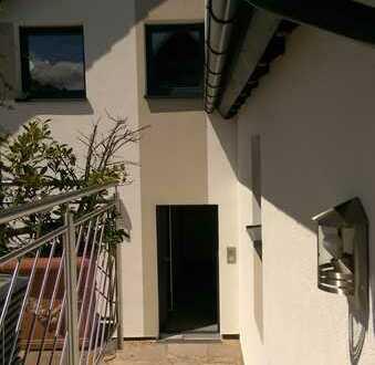 Vollständig renovierte 4-Zimmer-Wohnung mit Balkon und EBK in Wiernsheim