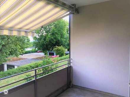 4,5 Zimmerwohnung mit Balkon, Hochparterre und Garage. Neu renoviert!