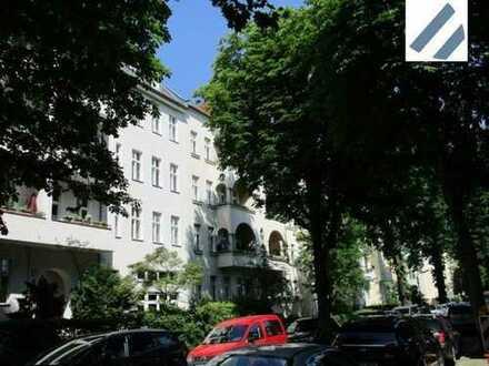 Sanierungsbedürftige freie 2 Zimmer-Altbauwohnung in Friedenau