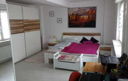 Möbiliertes 24qm Zimmer in netter 3er WG zu vermieten