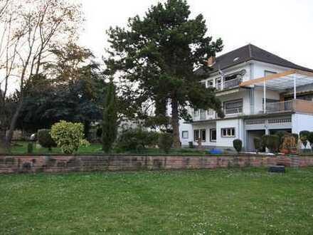 Großzügiges Haus mit Ladengeschäft und 2 Wohneinheiten