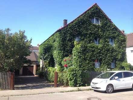 Gemütliche geräumige und gepflegte 1-Zimmer-DG-Wohnung in Augsburg, ideal für Studenten