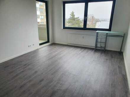 2 Zimmer Wohnung in Frankfurt Sossenheim, Erstbezug nach Sanierung, EBK, Vinylboden, Balkon