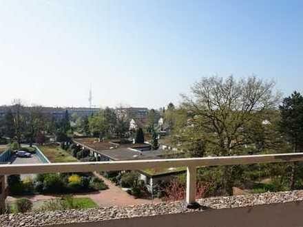 HAUS & GRUNDEIGENTUM: Helle 4-Zimmer-Wohnung mit sonnigem Balkon in Bothfeld