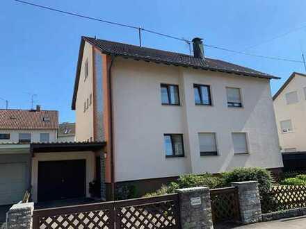 Renovierte, gepflegte 4 Zimmerwohnung mit Balkon AN PAAR MITTLEREN ALTERS