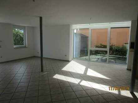 Schicke, moderne DHH in Toplage Wurmberg, Wfl. 173 m², Terrasse, Garten, Garage, PKW-Stellplatz
