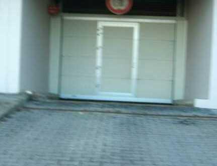 Unterer Tiefgaragenstellplatz des Duplexparkers in Feuerbach ab sofort zu vermieten!
