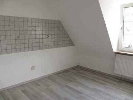 Geräumige, modernisierte 2-Zimmer-DG-Wohnung zur Miete in Spay, Rhein