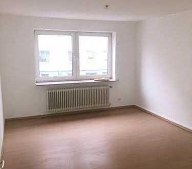 Schönes 1-2 Zimmer Appartement, Große Wohnküche, 1. Etage, Badezimmer mit Wanne, u.v. mehr +++