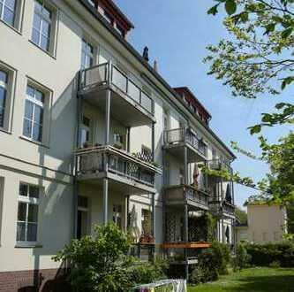 ETW auf parkähnlichem Grundstück mit Balkon, EBK, Stellplatz - Jägervorstadt