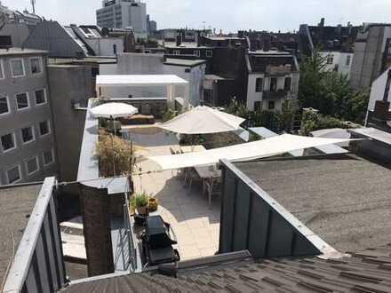 Maisonette-Dachgeschoss-Wohnung im Belgischen Viertel mit 50m2 Dachterrasse