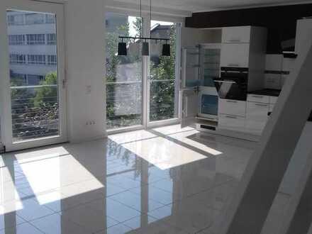 Neuwertige (Zweitbezug) 4-Raum-Maisonette-Wohnung mit Balkon und Einbauküche in Gomaringen