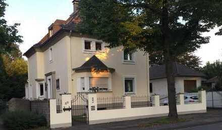3 Familienhaus in ruhiger Lage von Duisburg - Friemersheim mit schönen Garten und Pool