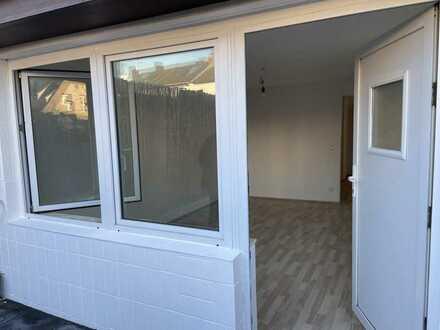 Erstbezug nach Sanierung mit Terrasse stilvolle 1-Zimmer-EG-Wohnung in Köln, eigener eingang