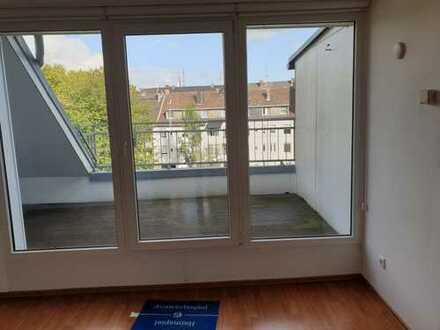 Günstige, modernisierte 3-Zimmer-DG-Wohnung mit Balkon in Gelsenkirchen