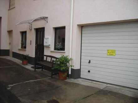 Geräumige, 2,5 Zimmer+Küche+Dusche/WC+Keller+Garage+Zufahrt Erdgeschosswohnung in Mömlingen