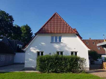 Charmante, individuelle Doppelhaushälfte mit vier Zimmern in Bremen - Lehesterdeich
