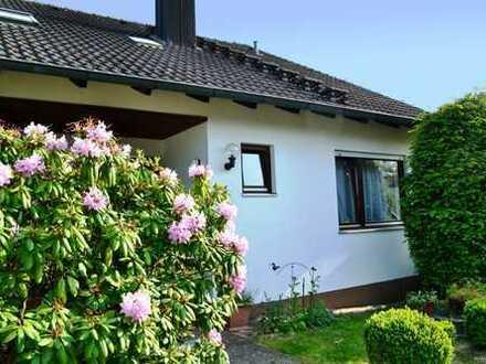 WOHNEN IM GRÜNEN: Doppelhaushälfte mit Doppelgarage und großem Garten in Feucht-Moosbach
