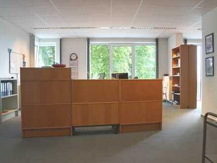 helle Büroetage im 1. OG eines Wohn- und Geschäftshauses mitten in Vegesack
