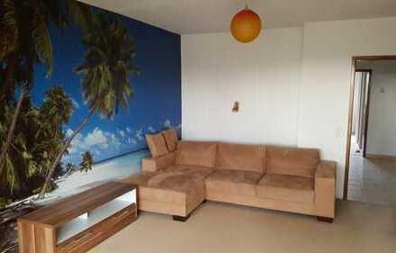 Schöne, sonnige drei Zimmer Wohnung mit Burgblick
