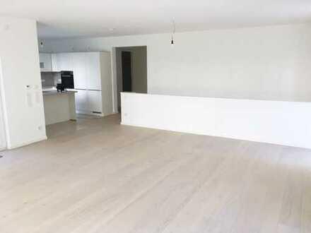 Neubau! Luxuriöses + großzügiges Haus im Haus mit Garten im Holzhausenviertel!