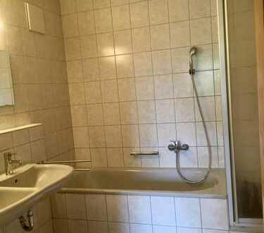 Gepflegte 4-Zimmer-DG-Wohnung mit Einbauküche in Rot am See