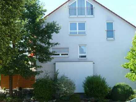 Gepflegte 2-Zimmer-Wohnung mit Balkon und Einbauküche in Weil im Schönbuch-Neuweiler