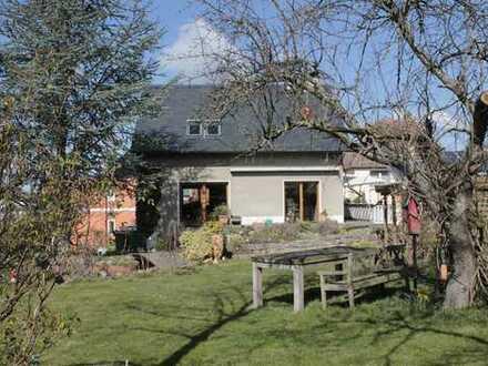 Provisionsfrei: Freistehendes Einfamilienhaus auf großem Grundstück in Grimma (Stadt)