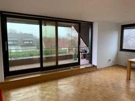 Renovierte 2,5 Z-Wohnung mit Balkon und Aussicht ins Grüne inkl. Einbauküche