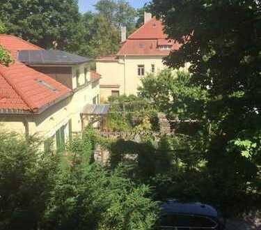 Schöne, geräumige, ruhige 1-Zimmer Wohnung inklusive abschließbarer, großer Garage in München-Laim