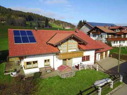 Ein Landhaus zum verlieben! Neuwertig, mit erstklassiger Ausstattung und traumhaftem Blick in die...