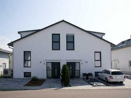Großzügige neuwertige Doppelhaushälfte als wertbeständiges Anlageobjekt oder zum sofortigen Bezug