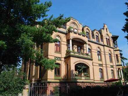 * Villa in Blasewitz 2-Zimmer im Dachgeschoß mit ca. 60 m² *