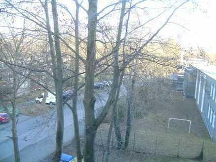 18m²Zimmer in heller 69 m² 2er-WG. Super angebunden: STR 18,13,3; nähe Mülheim Bf, Bus 159,190; auf
