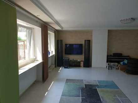 Schicke 3-Zimmer-Wohnung/Rückgebäude/Haus