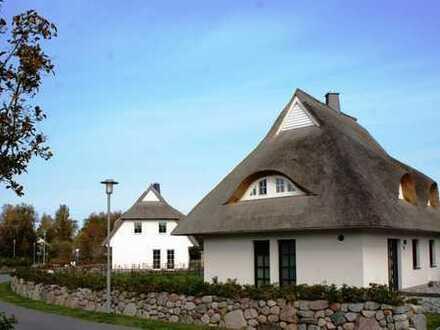 Neuwertiges Ferienhaus - reetgedeckt - in Fuhlendorf