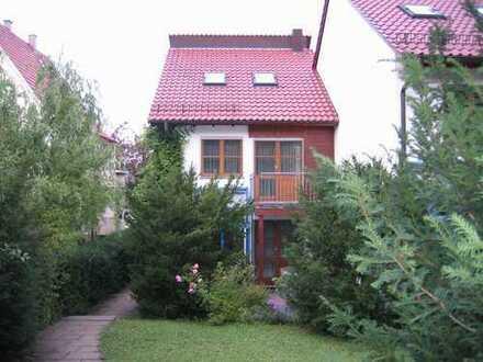 Schönes, geräumiges Reiheneckhaus mit fünf Zimmern in Stuttgart, Sillenbuch