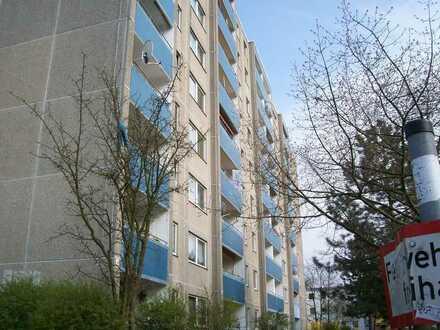 Große, helle 2,5-Zimmer-Wohnung mit Balkon sucht Mieter zum Selbstgestalten!