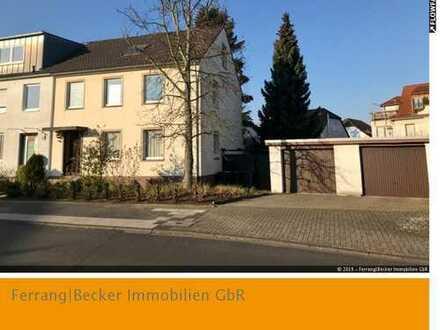 Sürth: Erweiterungsfähiges Dreifamilienhaus mit Doppelgarage und großem Grundstück!