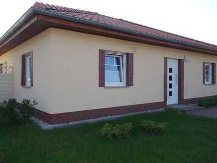 Sonnendurchfluteter Bungalow mit 2 Zimmern, Wohnküche, Sauna und Garten in Falkensee