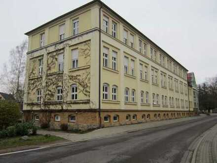 ZWANGSVERSTEIGERUNG - Vermietete 2-Zimmer-Eigentumswohnung mit Garage