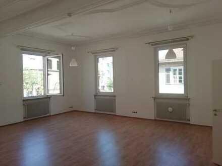 Ideal für Paare und Familien mit kleineren Kindern: 4-Zimmer-Altbau-Wohnung im Herzen von Erlangen