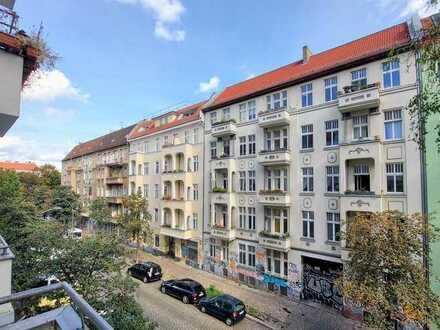 Bezugsfreie 2-Zimmer-Altbauwohnung mit Balkon