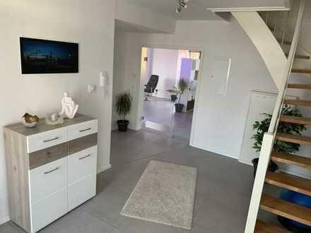 Neuwertige 4-Raum-Wohnung mit zwei Balkonen in Rosdorf