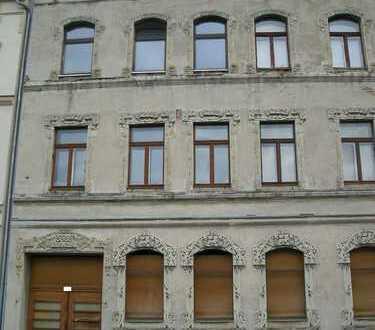 entkerntes Mehrfamilienhaus mit Hintergebäude wartet auf Sanierung in Plauen (Südvorstadt)