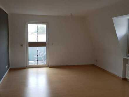 Große, helle 2-Zimmer-Dachgeschosswohnung mit Südbalkon