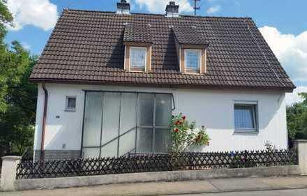 Sanierungsfähiges Haus auf freihstehenden großem, eingewachsenen Grundstück