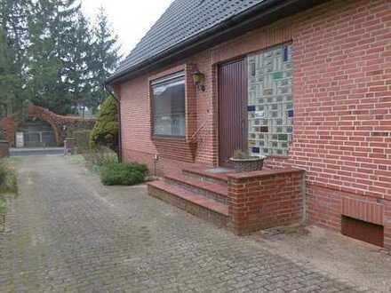 Modernisierungsbedürftiges 5 bis 6-Zimmer-Einzelhaus in guter Lage von Ellerbek