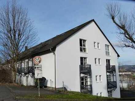 Moderne, 2-Zimmer-Wohnung im 1.OG, Balkon und Terrasse, zentral in Geisweid gelegen